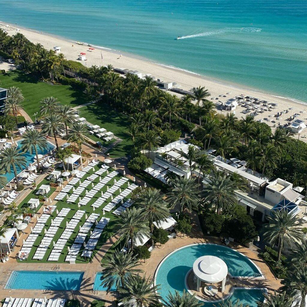 Les huit piscines du Fontainebleau à Miami